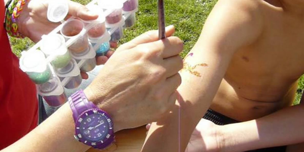 Glitzer-Tattoos - Motiv Skorpion (Pinselauftrag) - Funtasiewelt Kinder-Events